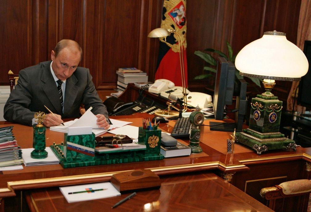 Малахит выбирает Владимир Путин и компания Кристиан Диор