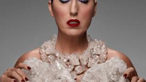 Неограненные кристаллы самоцветов в украшениях-новый тренд