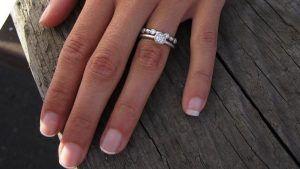 Можно ли носить два обручальных кольца на одном пальце