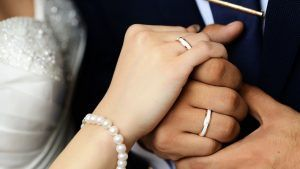 Оригинальные и необычные обручальные кольца для молодоженов