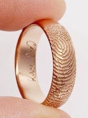 Как выбрать обручальное кольцо с отпечатками пальцев?