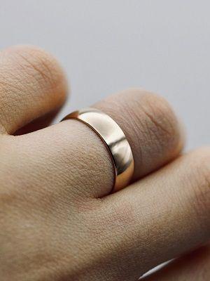 Почему появляется раздражение под обручальным кольцом?