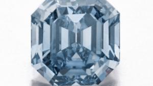 Кольцо с голубым бриллиантом не продалось на аукционе Сотбис