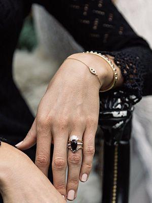 Обручальные кольца из черного золота или с черными бриллиантами
