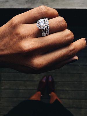 обручальное и помолвочное кольца