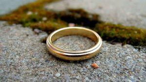 Найти золотое обручальное кольцо – хорошая или плохая примета?