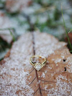 найти золотое обручальное кольцо на дороге