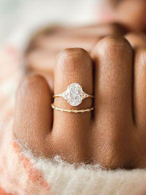 помолвочное и обручальное кольца вместе