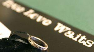 Кольцо непорочности: символ целомудрия или простое украшение?