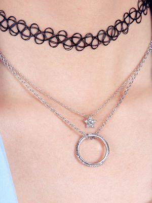 Можно ли носить обручальное кольцо на цепочке на шее