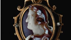 Античные камеи выставлены на аукционе Сотбис