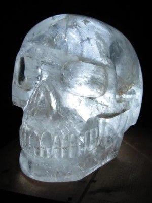 череп из горного хрусталя