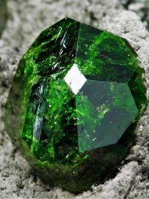 фото зеленого камня