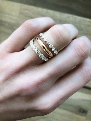 тройное кольцо на женской руке