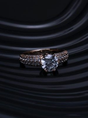 кольцо с драгоценными камнями