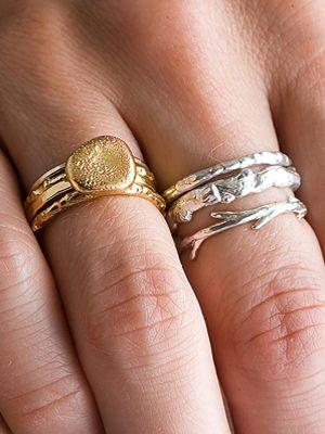 золотое и серебряное кольцо вместе