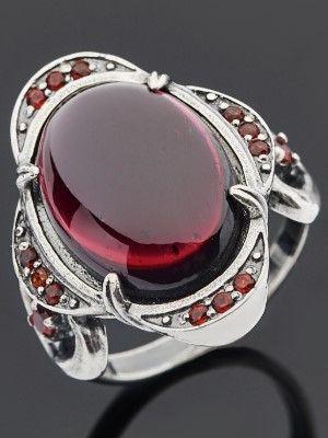 украшение с красным камнем
