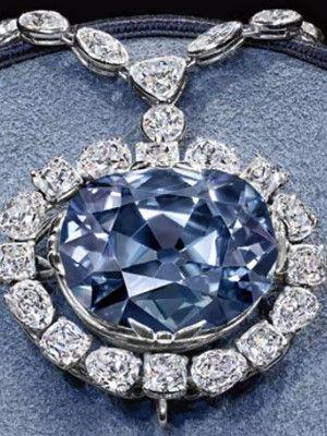 украшение с драгоценными камнями
