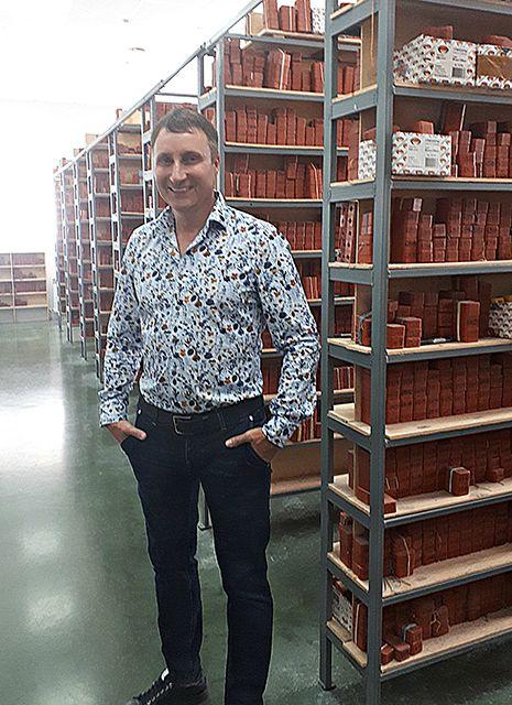 Генеральный директор ювелирной компании «Аквамарин» Иван Новиков рассказывает о своих секретах приготовления чая с земляникой