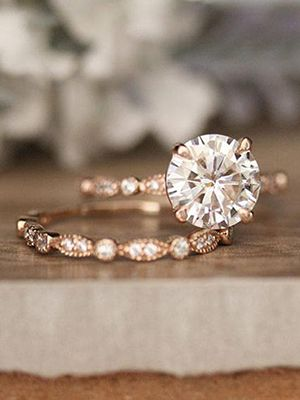 Кольцо с муссанитом и бриллиантами