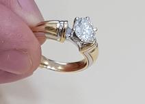 Кольцо с бриллиантом, которое было подарено при закате солнца любимой женщине