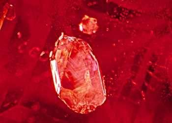 Руководство по покупке натурального рубина: как распознать нагретый или наполненный стеклом рубин?
