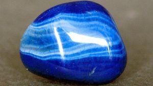 Синий агат: свойства и кому подходит камень