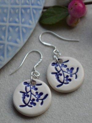 Ювелирная керамика: как выбирать и с чем носить керамические украшения