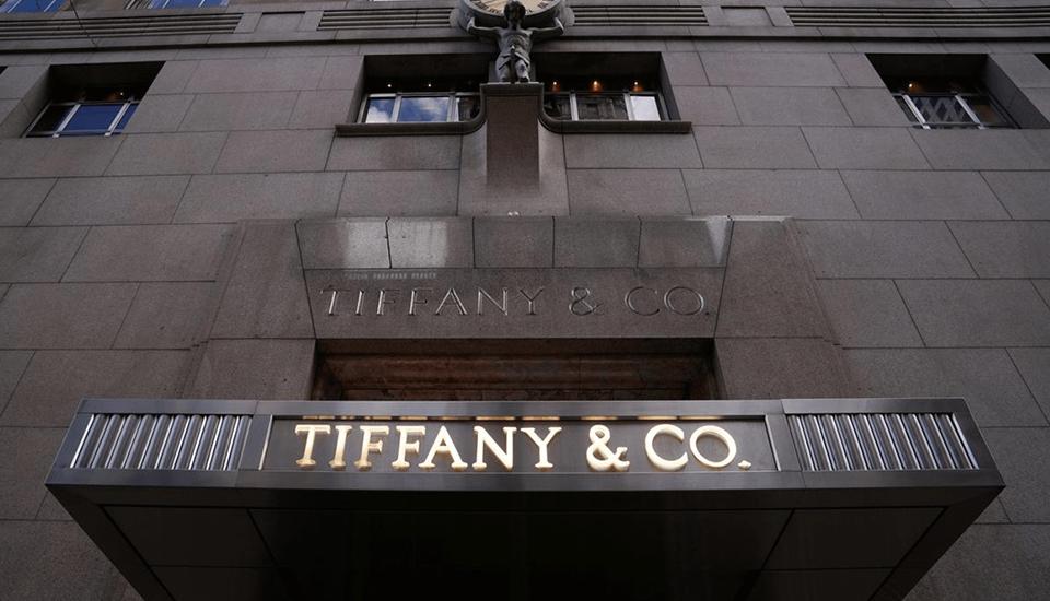 Французский гигант предметов роскоши LVMH и американская ювелирная сеть Tiffany отложили сделку