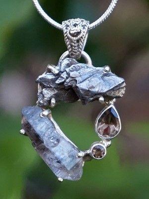 украшение с камнем на шею