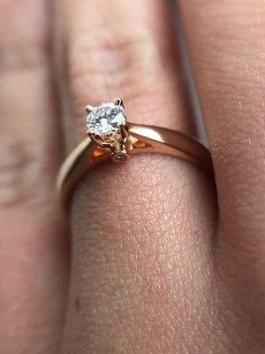 фото кольца на пальце