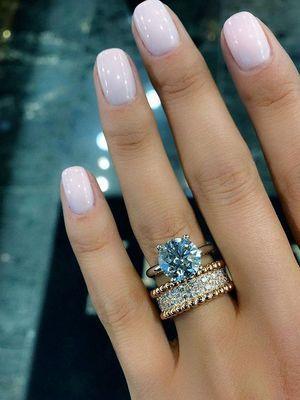кольцо с самоцветом