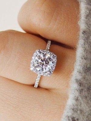 кольцо с поддельным камнем
