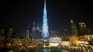 Реклама бриллиантов на самой большой башне в мире