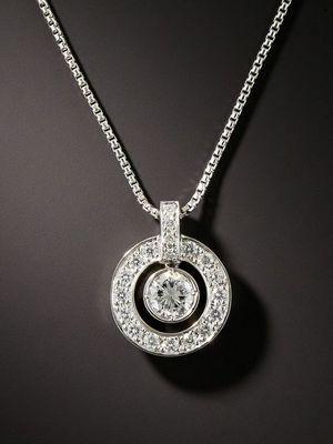 украшение с алмазами