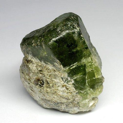 зеленый апатит