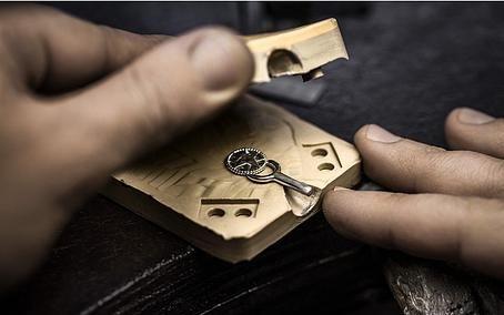 Любимый художник владельца ювелирной компании «Амбер» и чем он занимается в свободное время?