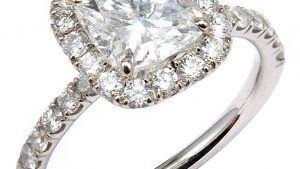 Белые сапфиры против бриллиантов для обручальных колец