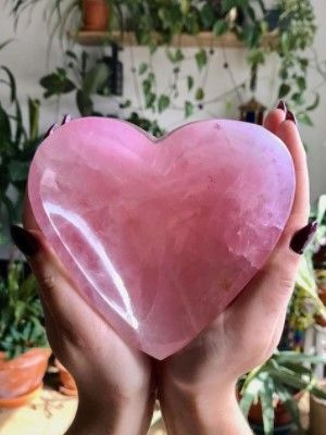 камень в форме сердца