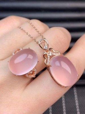камни в руке