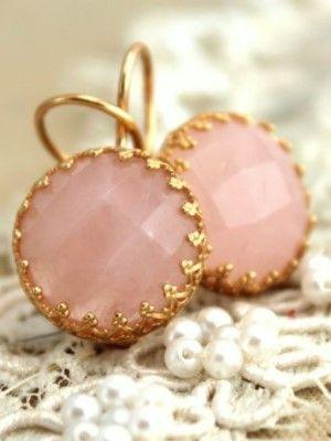 кому подходит розовый кварц
