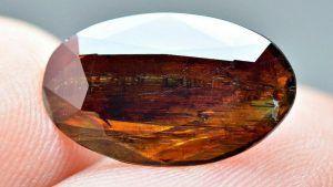 Влияет ли показатель преломления на яркость драгоценных камней?