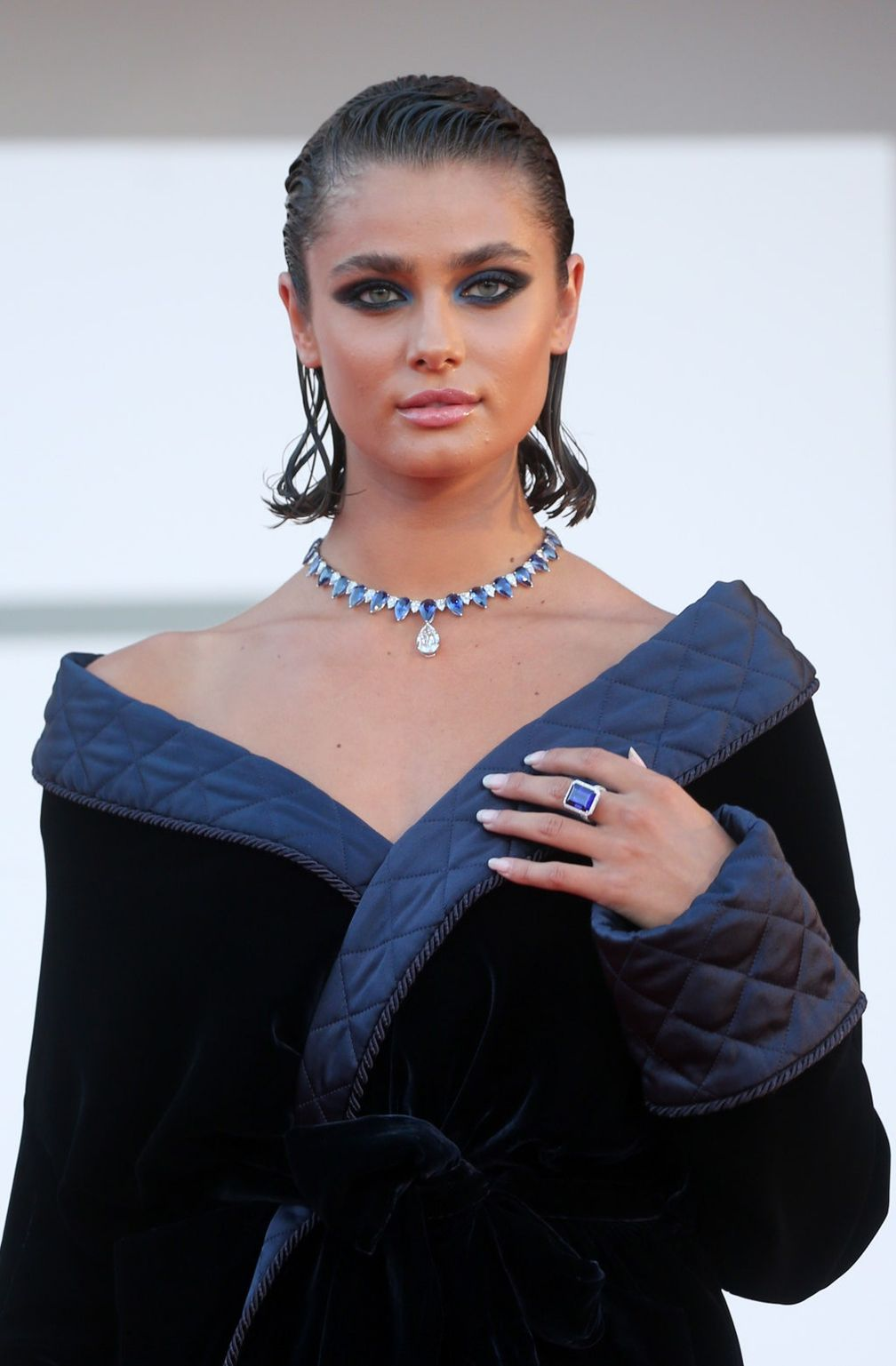 Венецианский кинофестиваль 2020: самые красивые украшения на красной дорожке