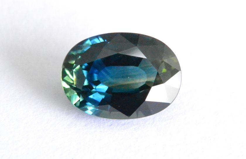 Бирюзовые сапфиры: драгоценные камни гармонии
