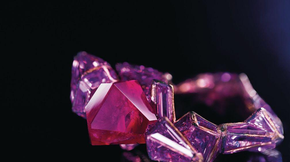 Кольцо Ruby Castle от Уоллеса Чана инкрустировано розовыми сапфирами