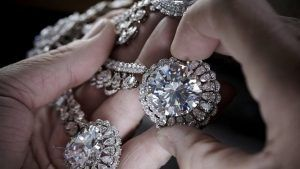 Как ухаживать за украшениями с бриллиантами?