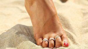 Кольца на пальцы ног: как выбрать и сочетать