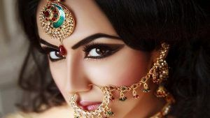 Ювелирные украшения в индийском стиле: как выбрать и с чем носить