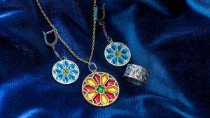 Как ухаживать за серебряными украшениями с эмалью
