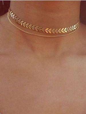 Золотые цепочки на шею: как выбрать и с чем носить